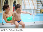 Купить «Woman in green swimsuit with happy little boy in a pool in the aquapark», фото № 25840802, снято 28 февраля 2015 г. (c) Losevsky Pavel / Фотобанк Лори