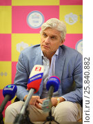 Купить «MOSCOW - JUN 03, 2015: Oleg Tinkoff is interviewed to Russia 2. Tinkoff Credit Systems is first Russian bank that has completely refused from  branch of bank», фото № 25840882, снято 3 июня 2015 г. (c) Losevsky Pavel / Фотобанк Лори