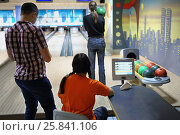 Купить «MOSCOW - DEC 04, 2014: The company of young people at bowling tournament among bloggers Keglepad two capitals in the entertainment center Asteroid», фото № 25841106, снято 4 декабря 2014 г. (c) Losevsky Pavel / Фотобанк Лори