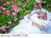 Купить «Portrait of beautiful woman in white dress lying on lawn among flowers in summer park», фото № 25841134, снято 16 июля 2015 г. (c) Losevsky Pavel / Фотобанк Лори