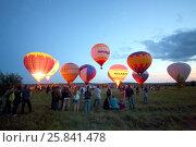 Купить «PERESLAVL-ZALESSKIY, RUSSIA - JUL 18, 2015: Ten colored balloons in the balloon festival The Golden Ring of Russia», фото № 25841478, снято 18 июля 2015 г. (c) Losevsky Pavel / Фотобанк Лори