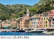 PORTOFINO, ITALY - AUG 7, 2016: View of Portofino in Liguria, famous Mediterranean sea town at the Italian Riviera, фото № 25841982, снято 7 августа 2016 г. (c) Losevsky Pavel / Фотобанк Лори
