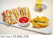 Купить «Sandwiches with ham, red sauce and and fried potatoes on plate on table», фото № 25842218, снято 7 февраля 2016 г. (c) Losevsky Pavel / Фотобанк Лори