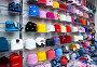 Женские трикотажные шапочки на витрине магазина, фото № 25843930, снято 28 марта 2017 г. (c) Сергей Тагиров / Фотобанк Лори