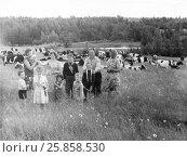Купить «На пастбище. 1968», эксклюзивное фото № 25858530, снято 21 июня 2019 г. (c) Зобков Георгий / Фотобанк Лори