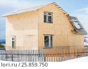 Купить «Строящийся каркасный дом», фото № 25859750, снято 29 марта 2017 г. (c) Юлия Мальцева / Фотобанк Лори