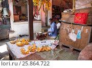 Торговец на рынке Занзибар (2017 год). Редакционное фото, фотограф Ольга Коркина / Фотобанк Лори