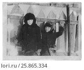 Купить «Счастливые улыбающиеся мальчики-друзья в зимней одежде, вывалянной в снегу, стоят у деревянного забора», фото № 25865334, снято 27 мая 2019 г. (c) Ольга Коцюба / Фотобанк Лори