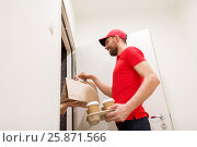 Купить «man delivering coffee and food to customer home», фото № 25871566, снято 3 декабря 2016 г. (c) Syda Productions / Фотобанк Лори