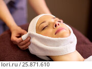 Купить «woman having face massage with towel at spa», фото № 25871610, снято 26 января 2017 г. (c) Syda Productions / Фотобанк Лори