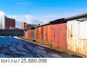 Купить «Гаражи гаражного кооператива. Санкт-Петербург», эксклюзивное фото № 25880098, снято 29 марта 2017 г. (c) Александр Щепин / Фотобанк Лори