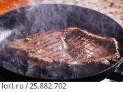 Beef steak fry in smoke and steam. Стоковое фото, фотограф Ольга Соловьева / Фотобанк Лори