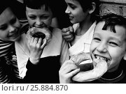 """Купить «26.09.1985. СССР. Москва. Спортивный детский клуб """"Эврика"""" в Ховрино.», фото № 25884870, снято 26 сентября 1985 г. (c) Александр С. Курбатов / Фотобанк Лори"""