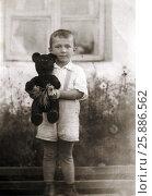 Купить «Маленький мальчик держит плюшевого мишку», эксклюзивное фото № 25886562, снято 26 февраля 2020 г. (c) Елена Осетрова / Фотобанк Лори
