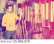 Купить «Glad man choosing new pitchfork», фото № 25886878, снято 2 марта 2017 г. (c) Яков Филимонов / Фотобанк Лори