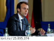 French Minister of Finance Sapin, French minister of economics Macron, German Minister of economics Gabriel and German and German Minister of Finance Schäuble... Стоковое фото, фотограф Zoonar/Reynaldo Paga / age Fotostock / Фотобанк Лори