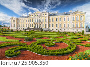 Купить «Rundale palace, former summer residence of Latvian nobility with a beautiful gardens around», фото № 25905350, снято 19 октября 2018 г. (c) BE&W Photo / Фотобанк Лори