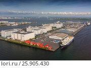 Купить «View on container ship in the harbor, Sumida River , Odaiba, Tokyo , Japan», фото № 25905430, снято 16 ноября 2018 г. (c) BE&W Photo / Фотобанк Лори