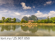Mountains and Nam Song River at Vang Vieng, Laos. Стоковое фото, агентство BE&W Photo / Фотобанк Лори