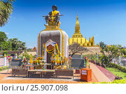 Купить «Statue of King Setthathirat with Pha That Luang in the background, Vientiane, Laos, Indochina, Southeast Asia», фото № 25907098, снято 25 мая 2019 г. (c) BE&W Photo / Фотобанк Лори