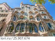 Facade of Casa Batllo by Gaudi, Passeig de Gracia, Barcelona, Catalunya, Spain. Стоковое фото, агентство BE&W Photo / Фотобанк Лори