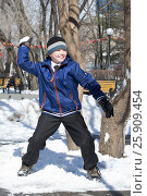 Купить «The cheerful boy plays snowballs at the playground», эксклюзивное фото № 25909454, снято 4 апреля 2017 г. (c) Землянникова Вероника / Фотобанк Лори
