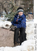Купить «The cheerful boy plays in the park in the winter», эксклюзивное фото № 25909462, снято 4 апреля 2017 г. (c) Землянникова Вероника / Фотобанк Лори