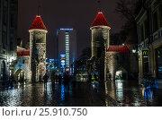 Купить «Nightt view of the street, Tallinn Estonia», фото № 25910750, снято 29 января 2017 г. (c) Игорь Соколов / Фотобанк Лори