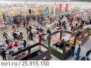 Купить «Вид сверху на супермаркет Ашан в торговом центре Космопорт в Самаре», фото № 25915150, снято 1 апреля 2017 г. (c) FotograFF / Фотобанк Лори