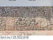 Купить «Огромные камни в основании донжона замка Тояма, Тояма, Япония», фото № 25922618, снято 5 августа 2016 г. (c) Иван Марчук / Фотобанк Лори