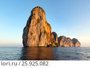Купить «Остров Пхи-Пхи-Ле, Таиланд», фото № 25925082, снято 9 марта 2017 г. (c) Ирина Яровая / Фотобанк Лори