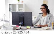 Купить «businesswoman with headset and computer at office», видеоролик № 25925454, снято 16 марта 2017 г. (c) Syda Productions / Фотобанк Лори