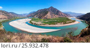 Купить «Panoramic view of the first bend of the Yangtze River near ShiGu village not far from Lijiang, Yunnan - China.», фото № 25932478, снято 17 марта 2017 г. (c) age Fotostock / Фотобанк Лори