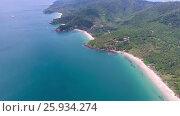 Купить «Aerial video beach, rocks and sea in Thailand», видеоролик № 25934274, снято 25 января 2017 г. (c) Михаил Коханчиков / Фотобанк Лори