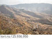 Купить «Горный серпантин. Шоссе между городами Самарканд и Шахрисабз, Узбекистан», фото № 25936950, снято 16 октября 2016 г. (c) Юлия Бабкина / Фотобанк Лори