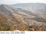 Горный серпантин. Шоссе между городами Самарканд и Шахрисабз, Узбекистан, фото № 25936950, снято 16 октября 2016 г. (c) Юлия Бабкина / Фотобанк Лори