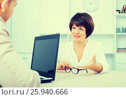 Adult blond man and businesswoman communicate. Стоковое фото, фотограф Яков Филимонов / Фотобанк Лори