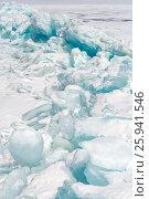 Торосы из голубого байкальского льда у острова Ижилхей в проливе Малое Море. Стоковое фото, фотограф Илья Бесхлебный / Фотобанк Лори