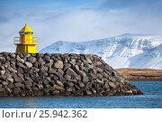 Купить «Beacon in the entrance to Reykjavik port», фото № 25942362, снято 4 апреля 2017 г. (c) EugeneSergeev / Фотобанк Лори