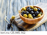 Купить «Black and green olives in a bowl and bamboo skewer», фото № 25945162, снято 18 февраля 2017 г. (c) Марина Сапрунова / Фотобанк Лори