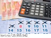 Купить «Расчет на калькуляторе затрат на подарки к 8 Марта», фото № 25955542, снято 11 апреля 2017 г. (c) Максим Мицун / Фотобанк Лори
