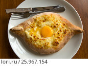 Traditional Georgian cheese pie with yolk - Adjarian Hachapuri, Caucasus. Стоковое фото, фотограф Жукова Юлия / Фотобанк Лори