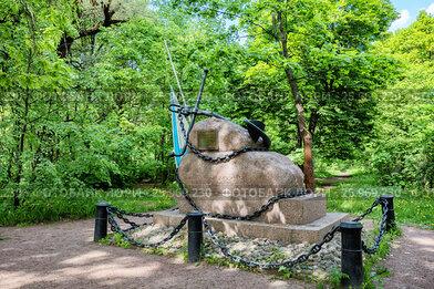 """Памятник погибшим в декабре 1861 года членам экипажа клипера """"Опричник"""" в Летнем саду, Кронштадт"""