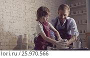 Купить «Master and child in pottery», видеоролик № 25970566, снято 21 января 2020 г. (c) Raev Denis / Фотобанк Лори