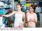 Купить «Portrait of glad woman with daughter teenager», фото № 25975570, снято 7 июня 2020 г. (c) Яков Филимонов / Фотобанк Лори