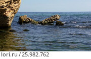 Купить «Rocky beach on the Black Sea», видеоролик № 25982762, снято 13 апреля 2017 г. (c) Некрасов Андрей / Фотобанк Лори