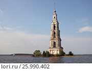 Купить «Затопленная колокольня Никольского собора недалеко от города Калязин», фото № 25990402, снято 23 августа 2016 г. (c) Данила Васильев / Фотобанк Лори