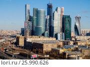 Купить «Москва, вид сверху на Кутузовский проспект и небоскрёбы Москва-Сити», фото № 25990626, снято 31 марта 2020 г. (c) glokaya_kuzdra / Фотобанк Лори