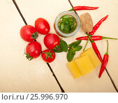 Купить «Italian pasta paccheri with tomato mint and chili pepper», фото № 25996970, снято 8 февраля 2017 г. (c) Francesco Perre / Фотобанк Лори