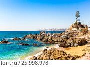 Rocky beach in Vina del Mar, Chile (2016 год). Стоковое фото, фотограф Юрий Губин / Фотобанк Лори